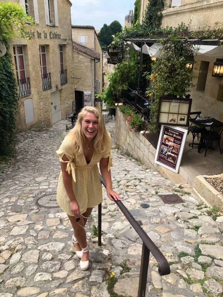Een bezoek aan het prachtige Franse dorpje Saint-Emillion + lunchen bij GrandBarrail*
