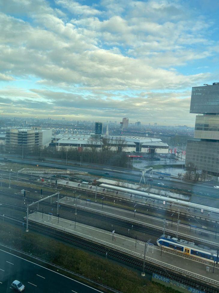 Uitzicht vanuit de Junior Suite op de 13e verdieping van het Van der Valk Hotel Amsterdam Zuidas